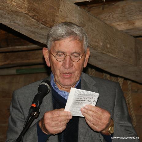 Prisvinnaren les faksimille frå ei gamal avis. Då må gamlebrillene på